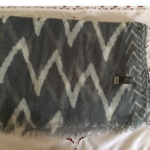 Accessories - Beautiful gray/ white scarf 3 for $20 Sale💰